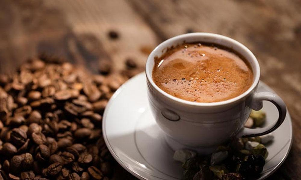 Kahve yapan turistlere şok: 6 bin TL para ve şehir dışı cezası