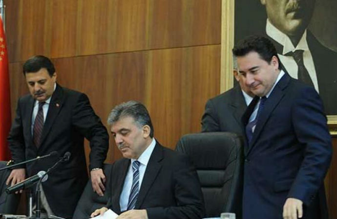 'Babacan yeni kuracağı partiye üyelik için iki şart koşuyor'
