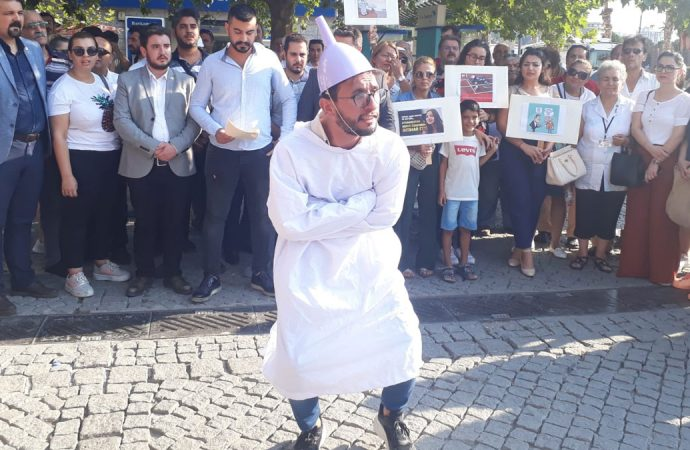 CHP'li gençler hunili eylem: '8 Milyonu geçen işsizlik oranından delirdik'
