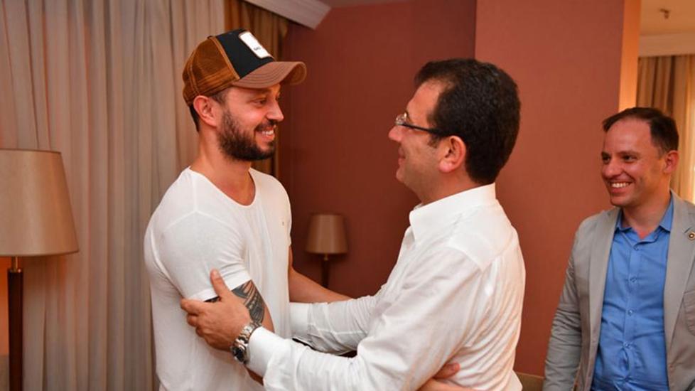 Murat Boz seçim kampanyasına destek verdiği İmamoğlu ile buluştu