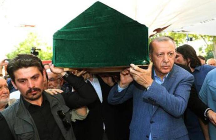 'Cihat çağrısı yapan' Mehmet Şevki Eygi'nin tabutunu Erdoğan taşıdı