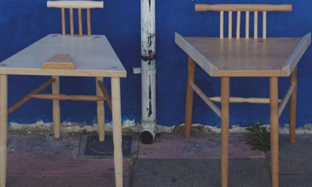 Erkeklerin yayılarak oturmasını önleyen sandalyeye ödül!