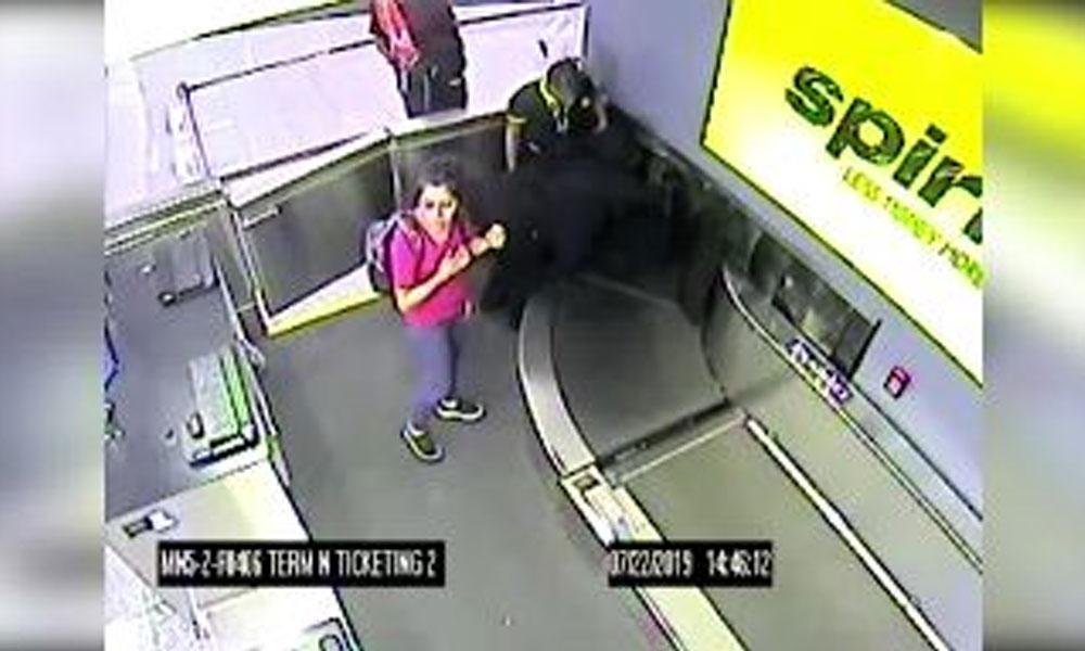 2 yaşındaki çocuk taşıma bandına kapıldı. O anlar kamerada