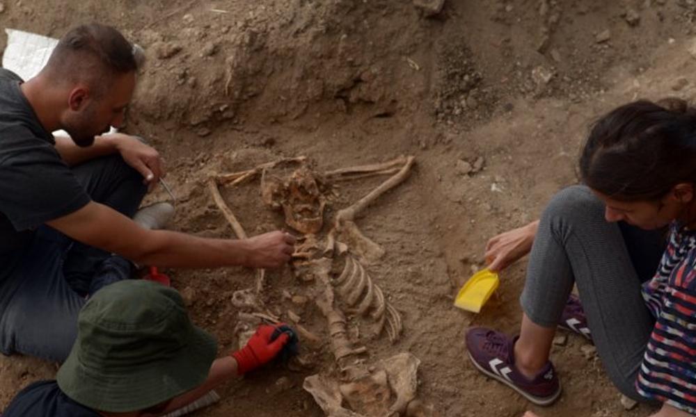 200 yıllık 'keyif düşkünü' iskelet Arkeologları şaşkınlığa uğrattı