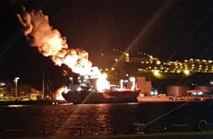 İzmir Aliağa'da gemide patlama!