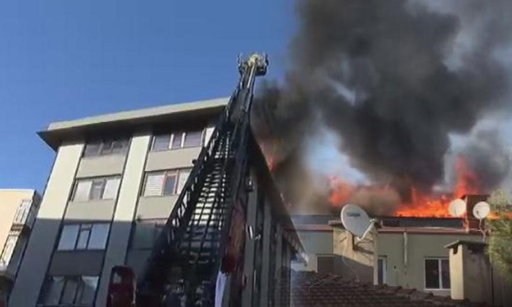 Mecidiyeköy'de 5 katlı binanın çatısında yangın