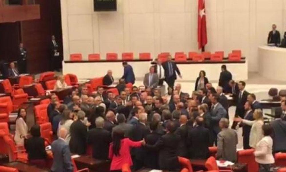 'Affı ortaya atıp nereye gidiyorsunuz' dedi MHP'liler Özgür Özel'in üzerine yürüdü