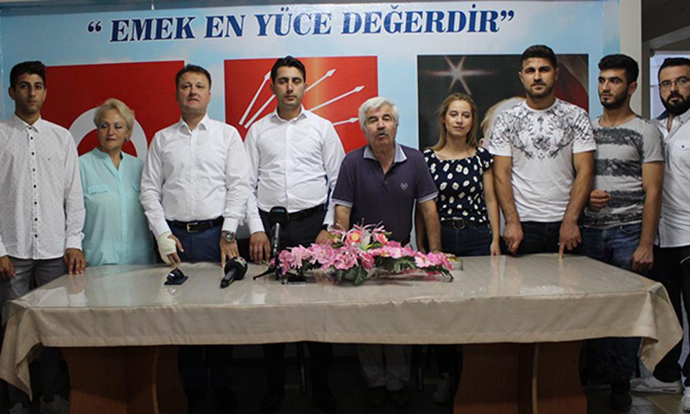 Menemen'de AKP Gençlik Kolları yönetimi CHP'ye geçti: 'Antidemokratik uygulamalardan dolayı…'