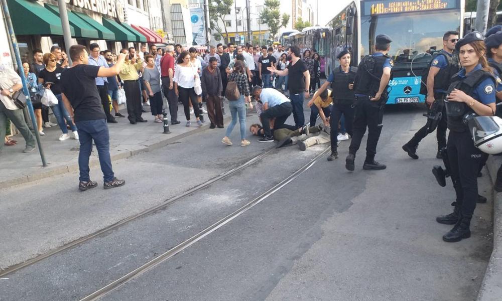Özsüt önünde direnen işçileri polis, darp ederek gözaltına aldı!