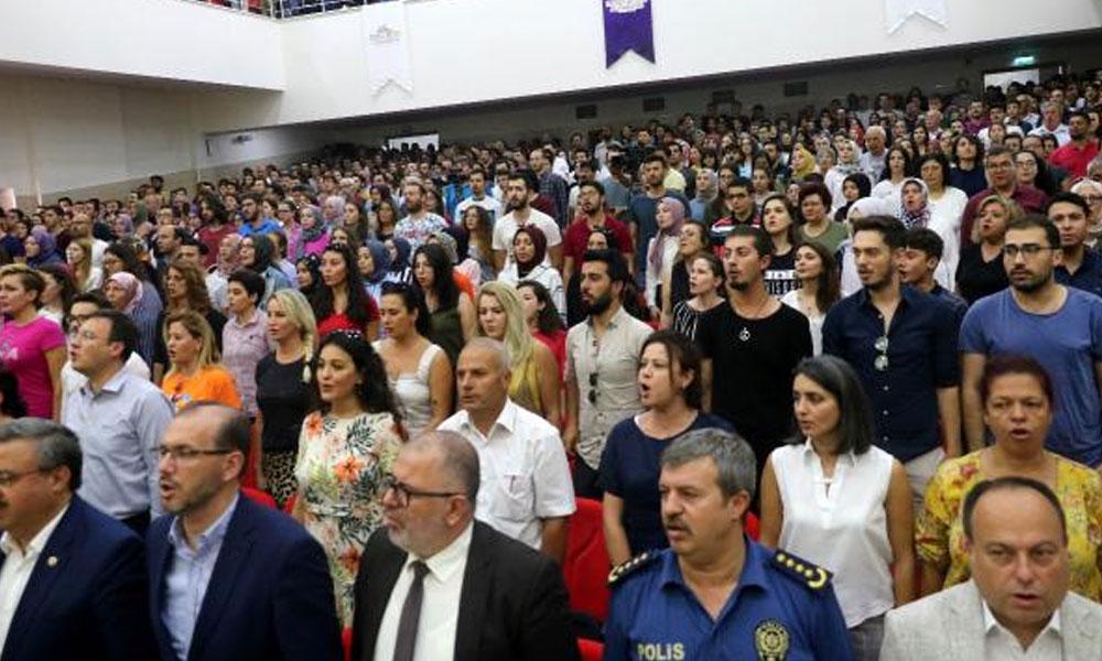 Zafer Haftası'nda İstiklal Marşı 'unutulup' valiye söz verilince, salondakiler hep bir ağızdan hatırlattı!