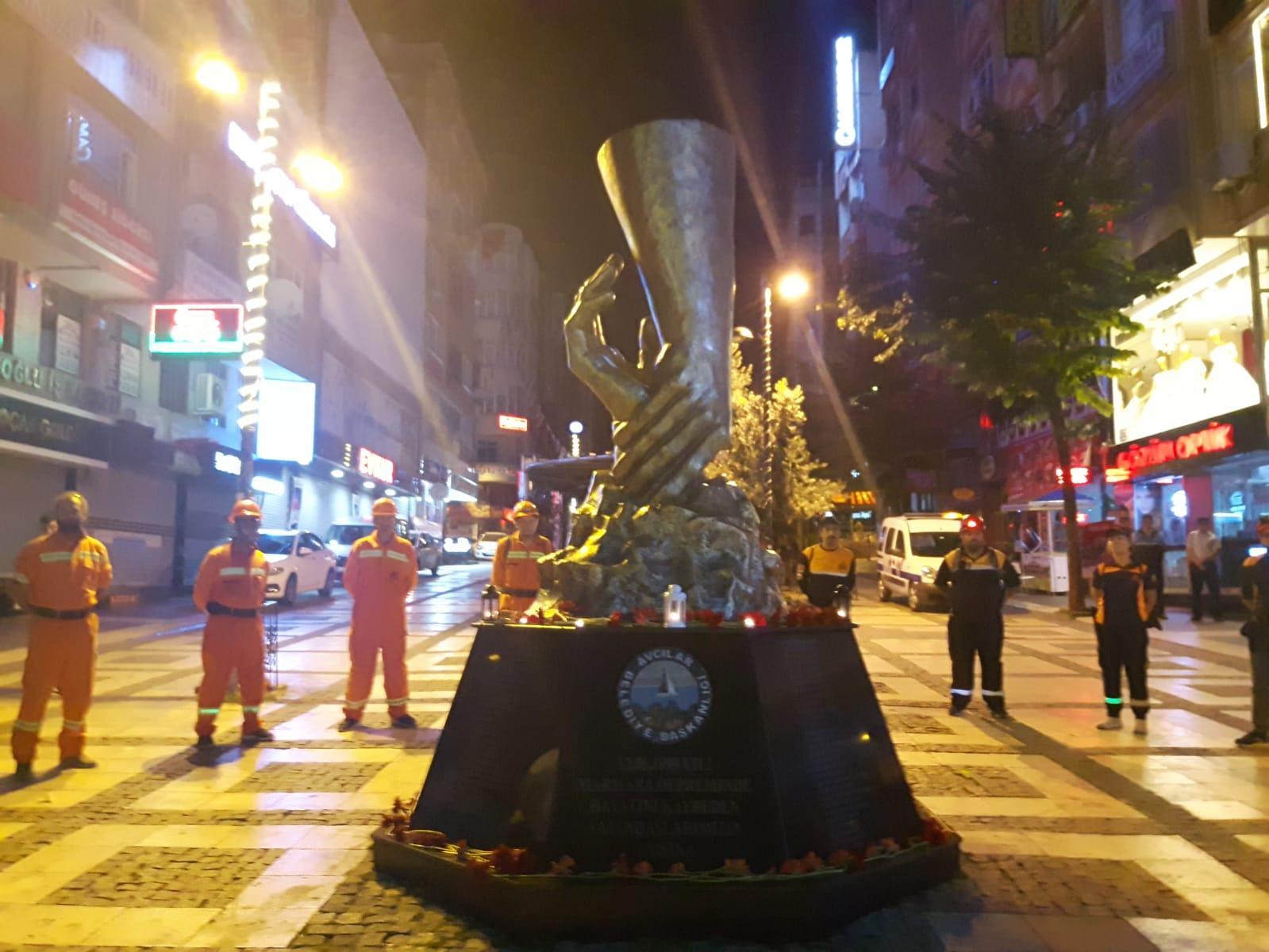 17 Ağustos Depremi'nde hayatını kaybedenler Avcılar'da anıldı