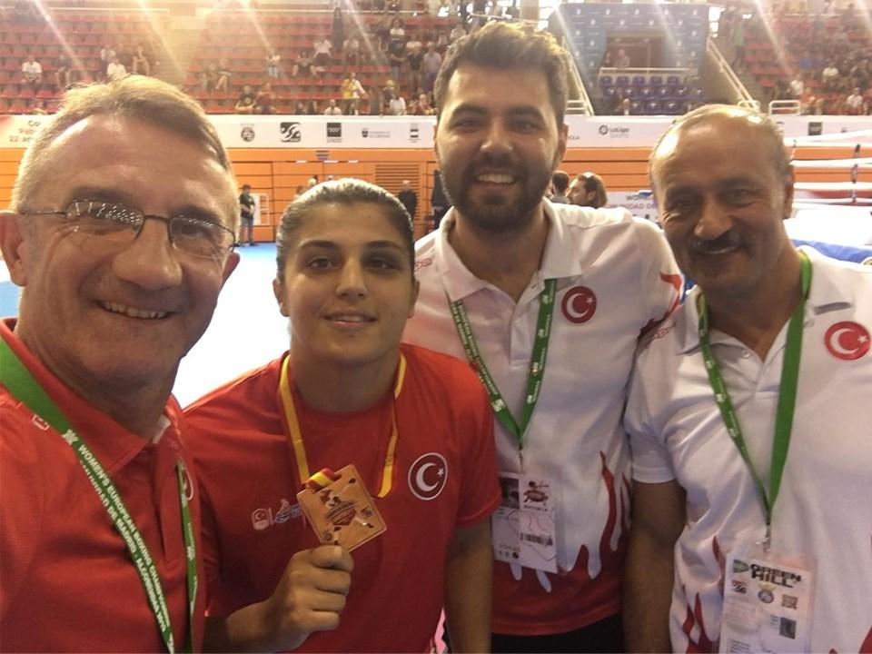 Milli boksörler Buse Naz Çakıroğlu ve Elif Güneri Avrupa Şampiyonu