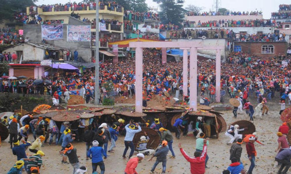 Taş atma festivali başladı… Dakikada 10 yaralı
