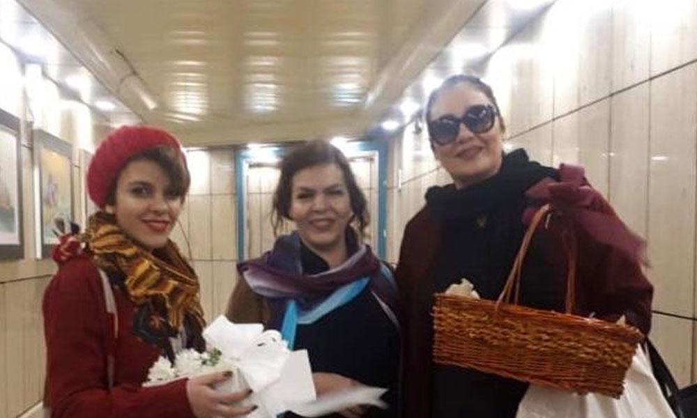 8 Mart'ta başı açık çiçek dağıtan 3 kadına 55 yıl hapis! İranlı kadınlar ayaklandı