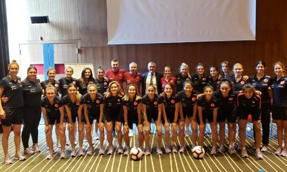 A Milli Kadın Futbol Takımı Kosova'ya gitti!