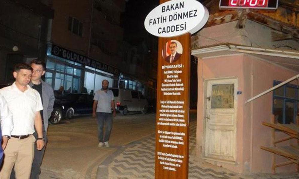 AKP'li belediye 18 yıllık caddenin isminden komutanın adını çizdi bakanın ismini verdi