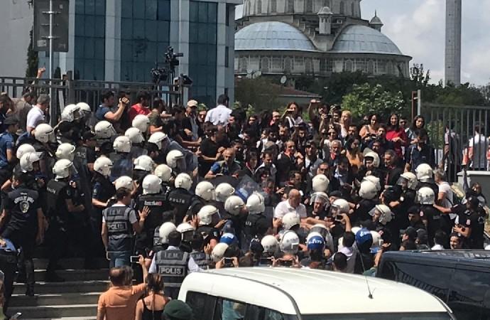 Ahmet Şık'a Çağlayan Adliyesi önünde polis saldırısı!