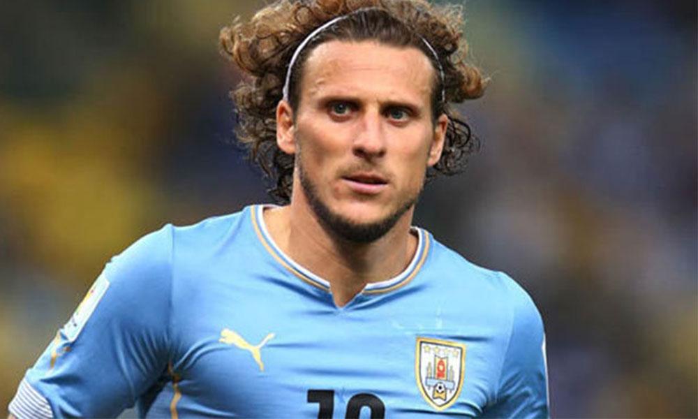 Uruguaylı efsane oyuncu futbolu bıraktı!