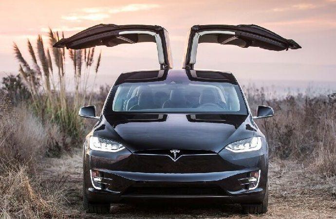 Elektrikli araçlar benzinli araçlarla yarışıyor