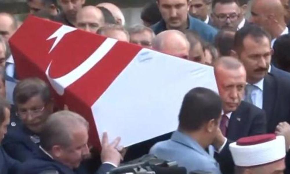 Erdoğan ile Davutoğlu cenazede buluştu