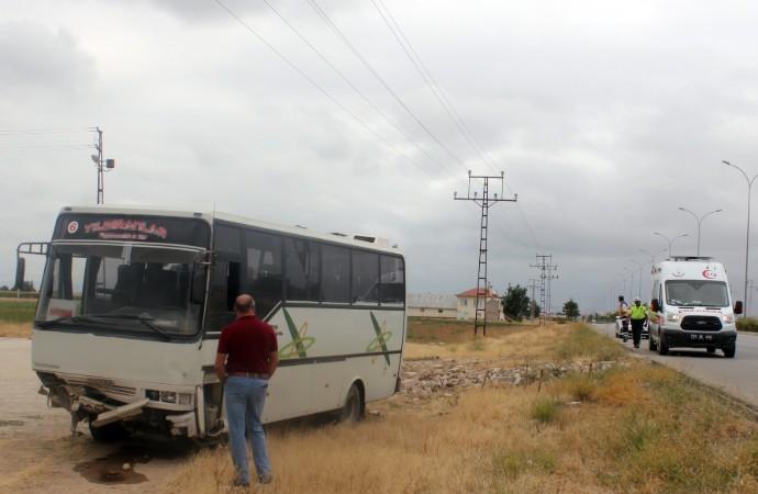 İşçileri taşıyan minibüs kaza yaptı: 16 yaralı