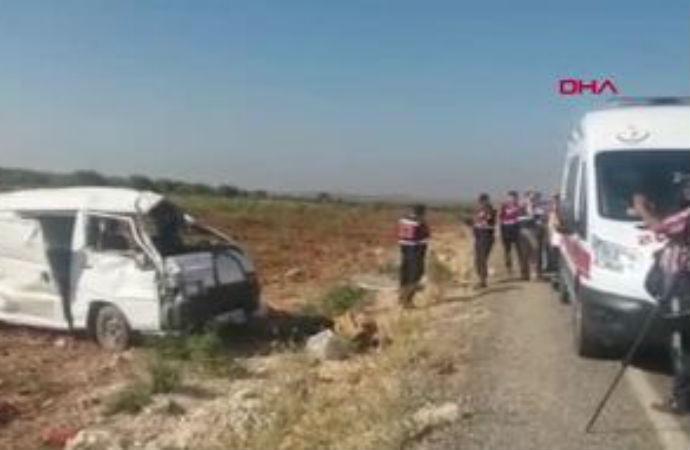 Suriyeli tarım işçilerini taşıyan minibüs devrildi! 2 işçi hayatını kaybetti
