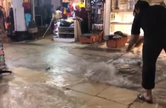 Kapalıçarşı'yı su bastı