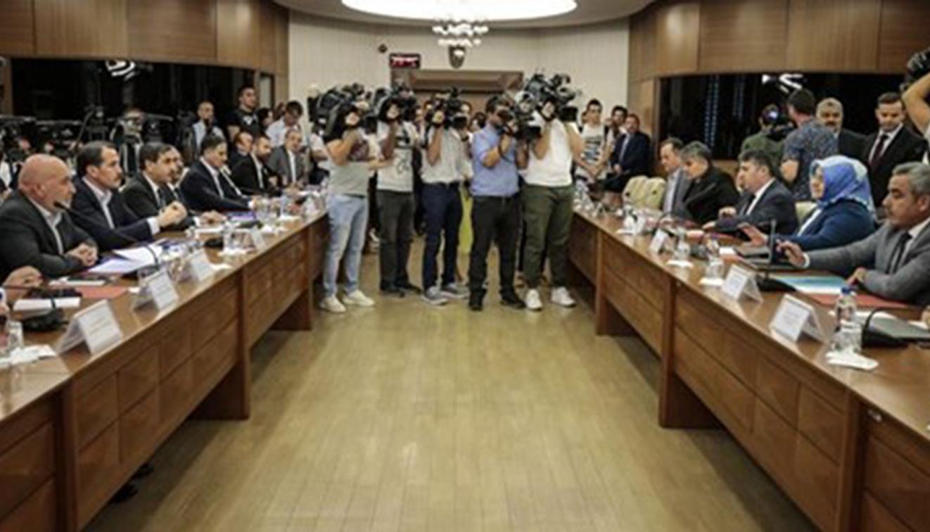 Memurların kaderini belirleyecek hakem kurulunda Erdoğan'ın elini öpmek isteyen de var, AKP'nin kurduğu…