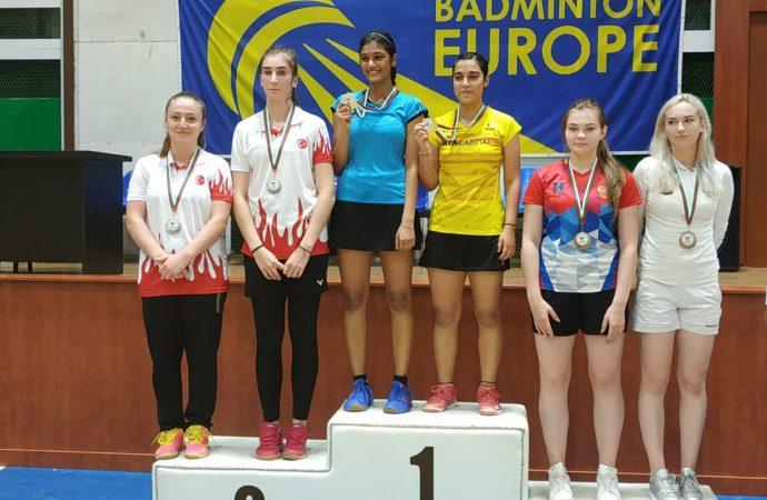 Milli badmintoncular Zehra Erdem ve Bengisu Erçetin'den gümüş madalya