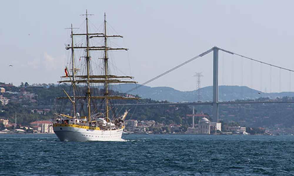 Romanya Donanması'nın 81 yaşındaki askeri gemisi İstanbul'dan ayrıldı
