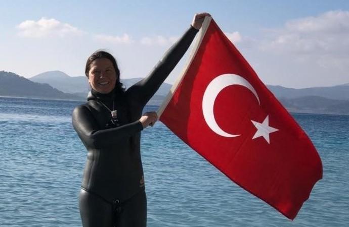 Milli sporcudan Salda Göl'nde dünya rekoru
