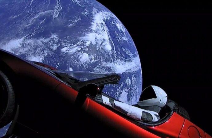 Starman Roadster güneş sistemindeki ilk turunu tamamladı