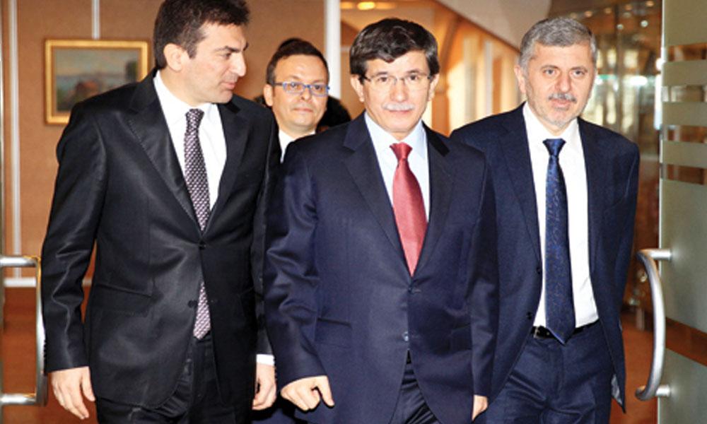Yeni parti girişimleri: Davutoğlu'nun dünürü görevi bıraktı