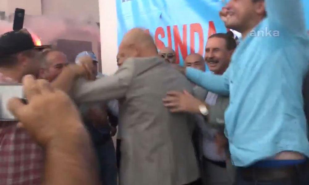 İzmir'de işçilerin toplu sözleşmesini Tunç Soyer zıplayarak kutladı