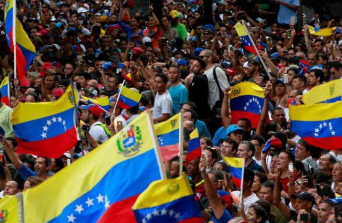 ABD Venezüela'nın tüm mal varlıkları bloke etti