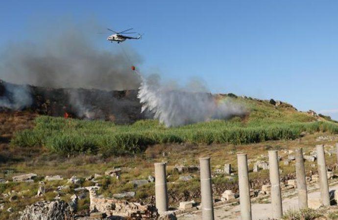 Perge Antik Kenti yakınında orman yangını