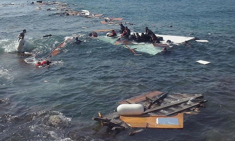 Bodrum açıklarında göçmenleri taşıyan bot battı
