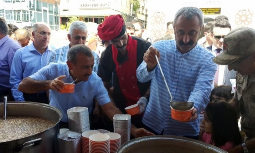 Candan Badem 'ateistim belediyenin dağıttığı aşureyi yemem doğru mu' diye sordu, yanıt Akif Beki'den geldi
