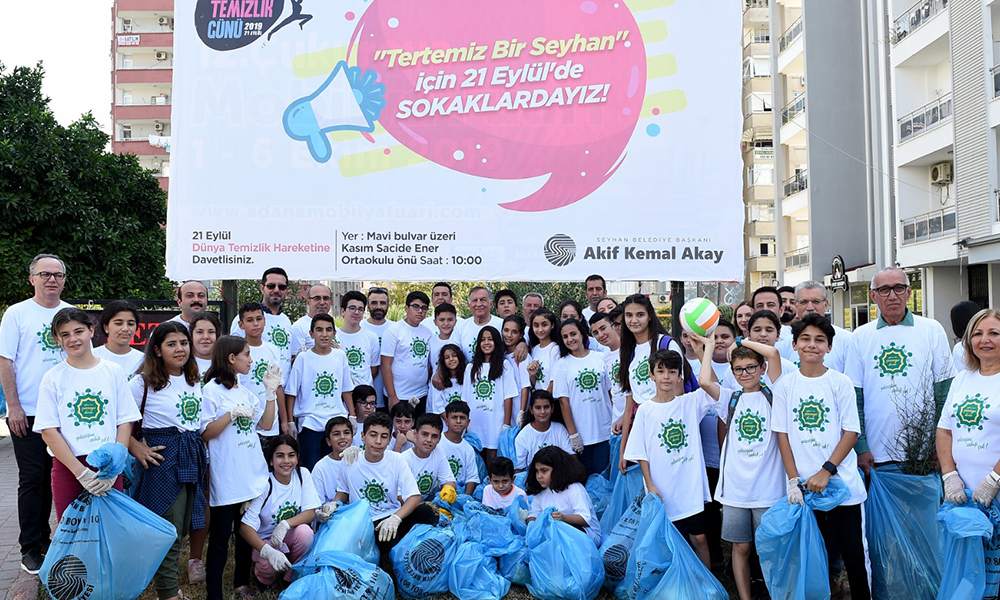 'Dünya Temizlik' günü: Başkan Akay öğrencilerle çöp topladı
