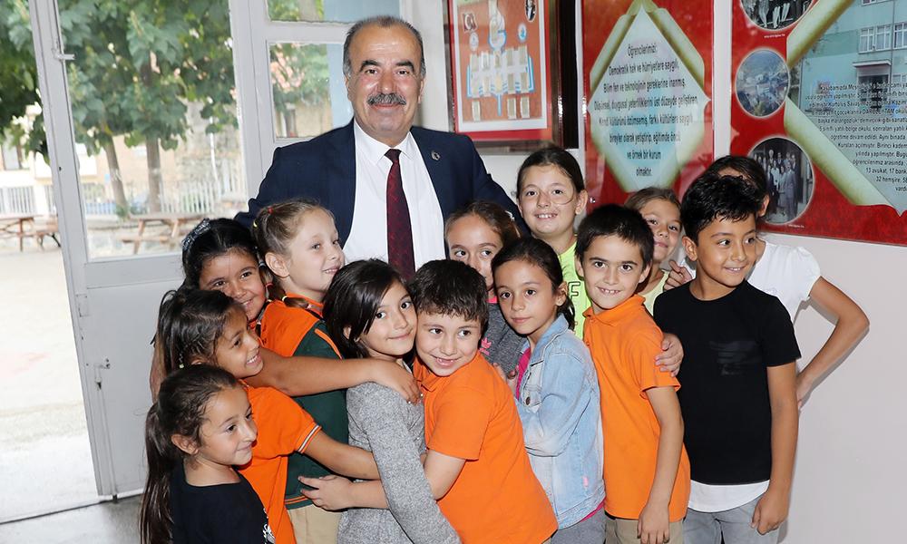 Öğrencilere ilk hediyeleri Başkan Türkyılmaz'dan