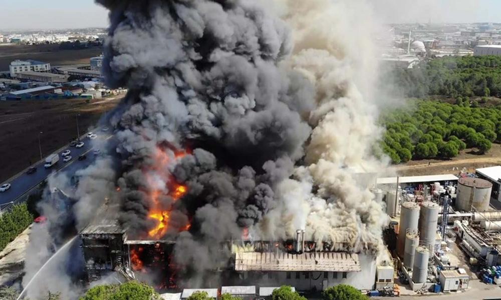Tuzla'daki yangın sonrası uzmanlardan uyarı: Kimyasal yağacak