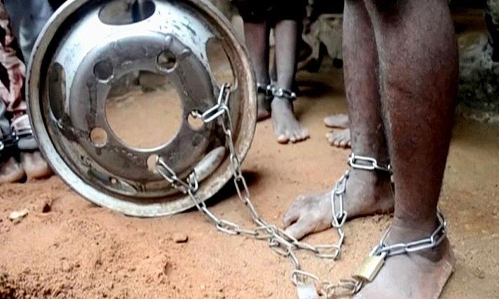 Kuran kursu ve rehabilitasyona gelen 400 çocuğu aylarca ayaklarından zincirleyip taciz ettiler