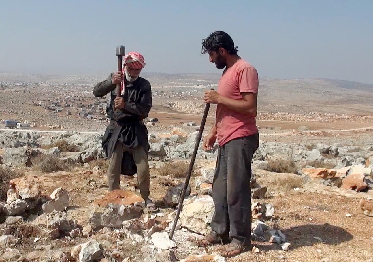 72 yaşındaki Suriyeli yaşamını taş kırarak sağlıyor