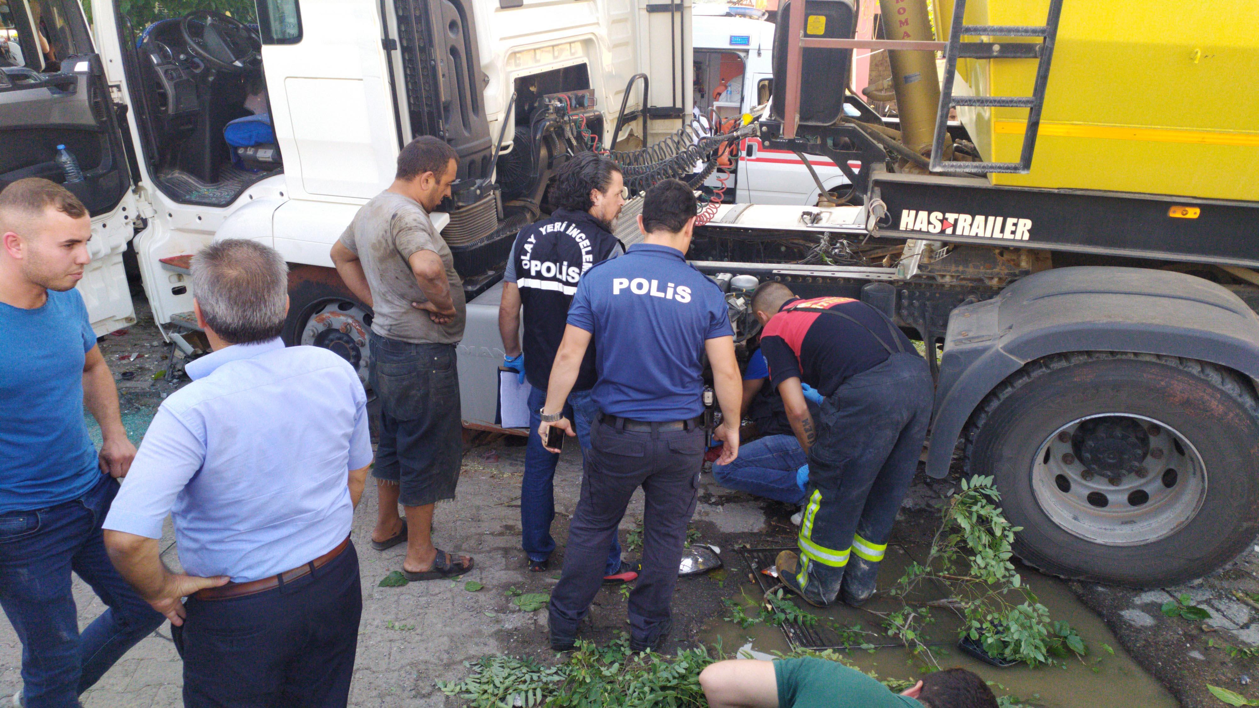 Sürücü kalp krizi geçirdi, hafriyat kamyonu durağa daldı: 2 ölü