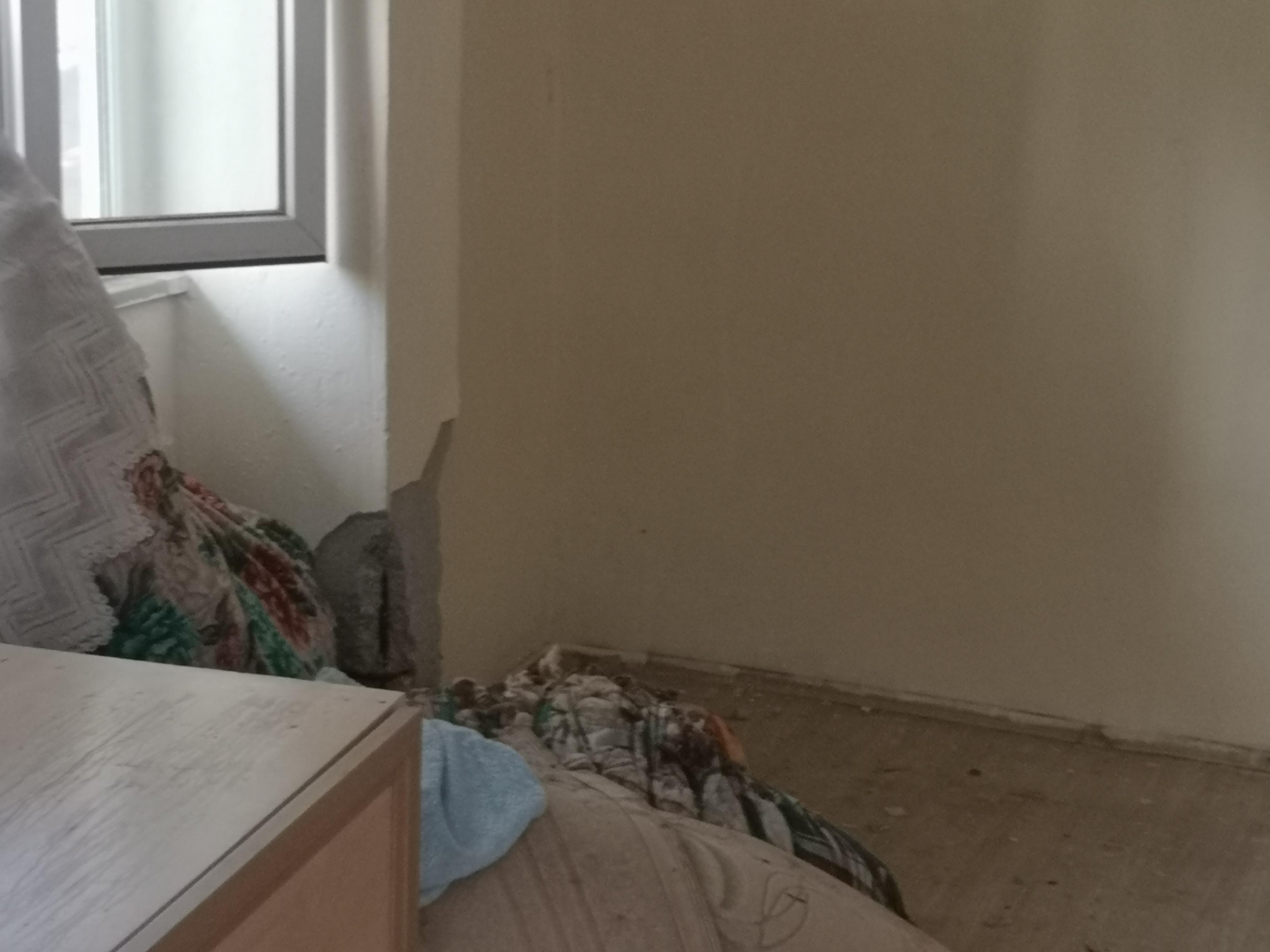 Pendik'te depremde hasar gören bina tahliye edildi