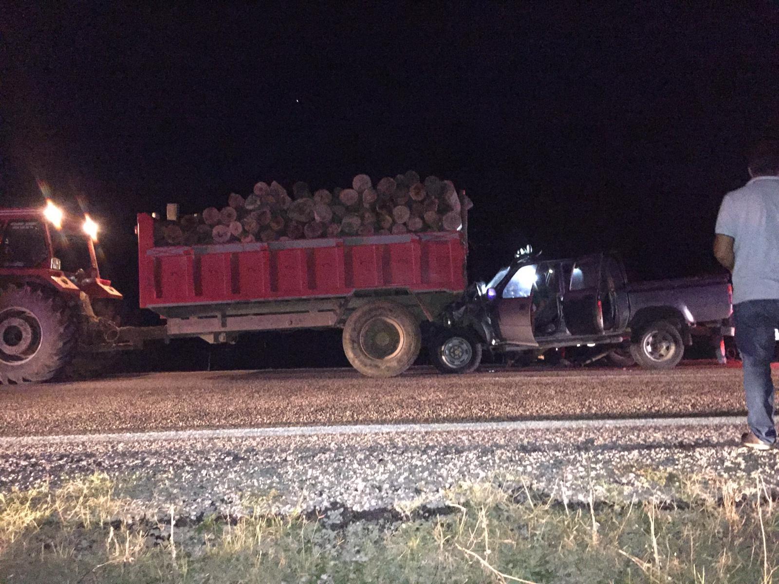 Kamyonet traktöre çarptı: 1 ölü, 3 yaralı