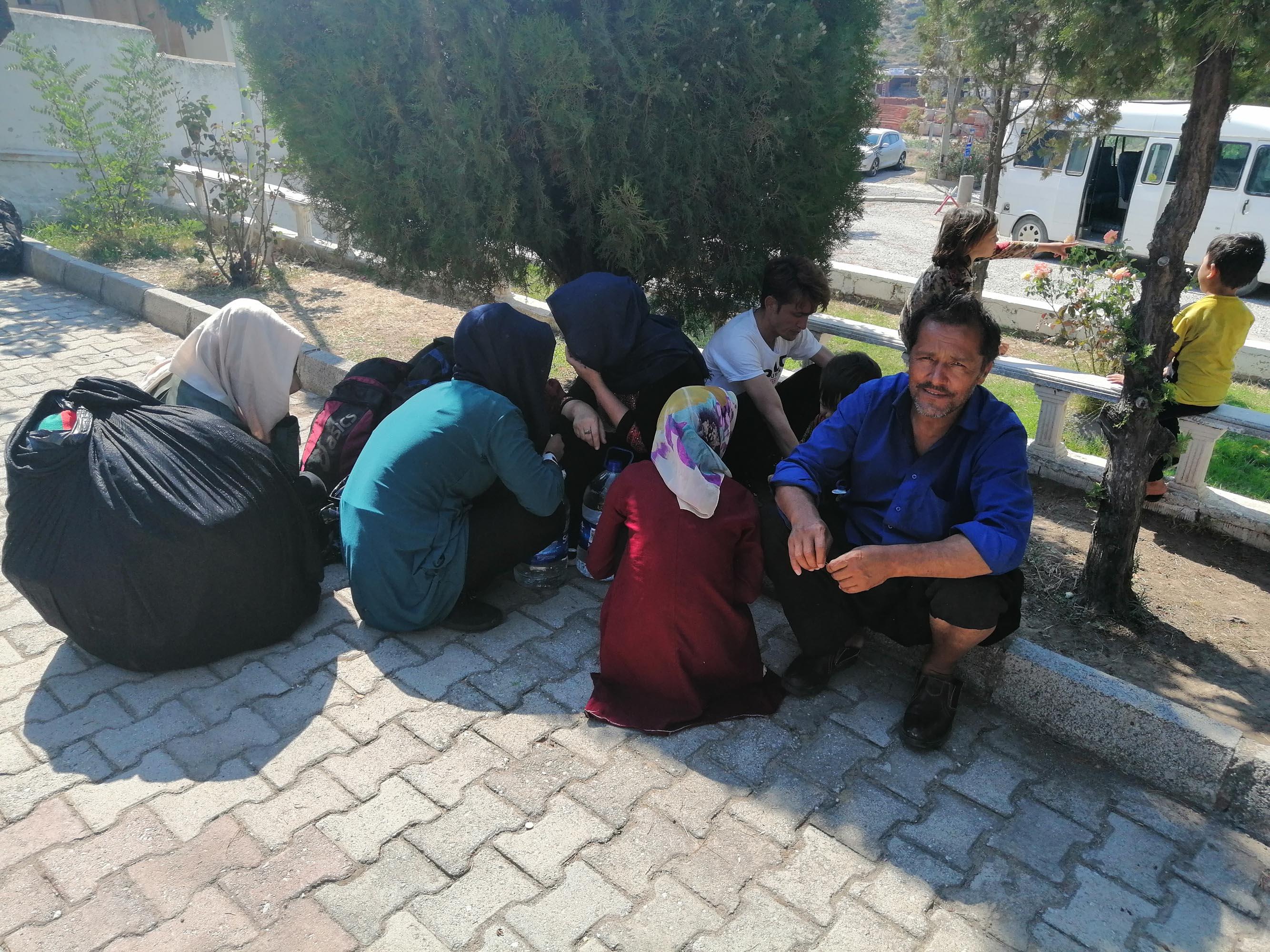 Çanakkale'de 72 kaçak göçmen ile 2 organizatör yakalandı