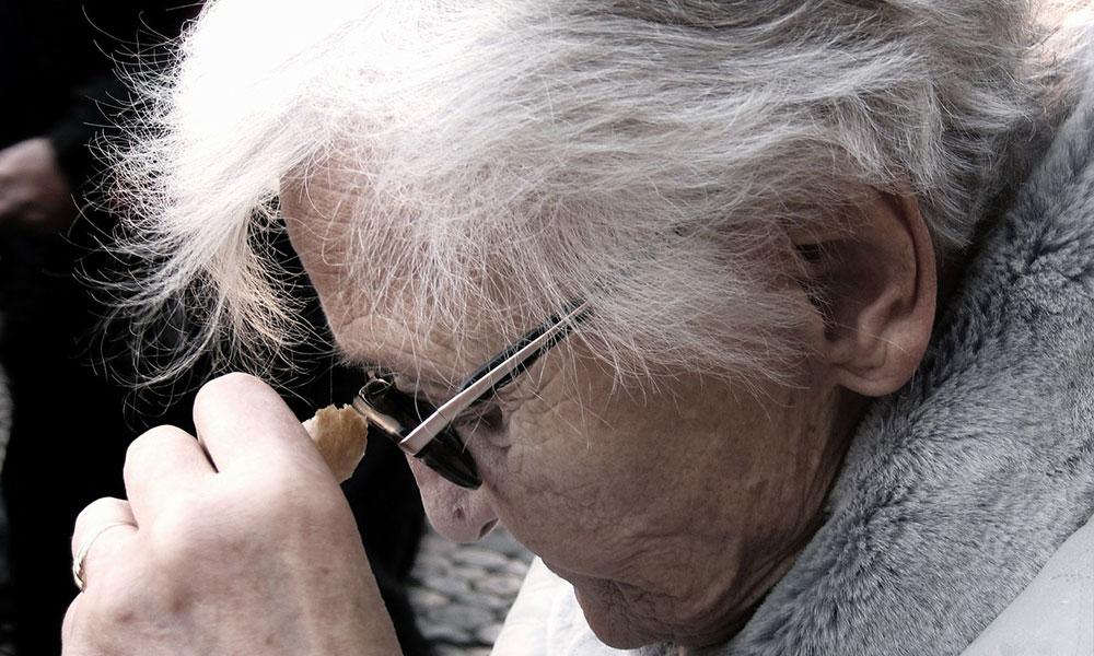 Alzheimer sadece hastaları değil aynı zamanda…