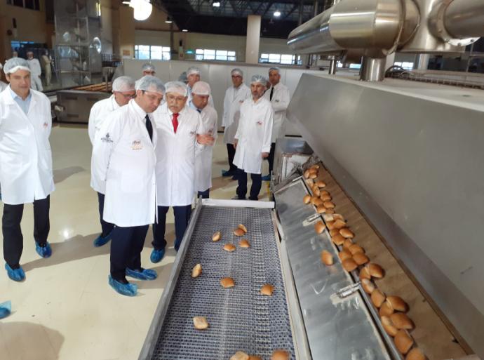 Ekrem İmamoğlu Halk Ekmek Fabrikası'nı inceledi