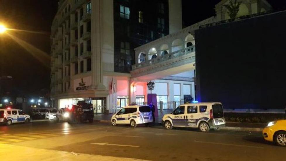 İstanbul'da AVM'ye otomatik silahlı saldırı